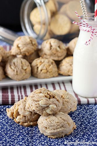 White Chocolate Gingerbread Oreo Cookies | : :Gingerbread ...