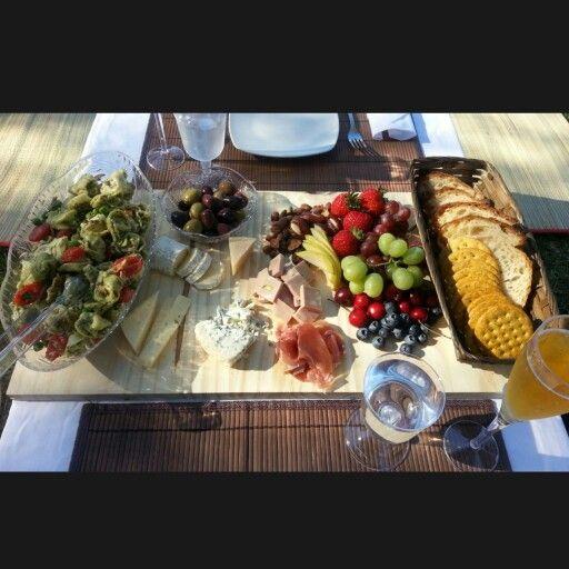 Picnic food romantic picnic romps pinterest for Romantic food