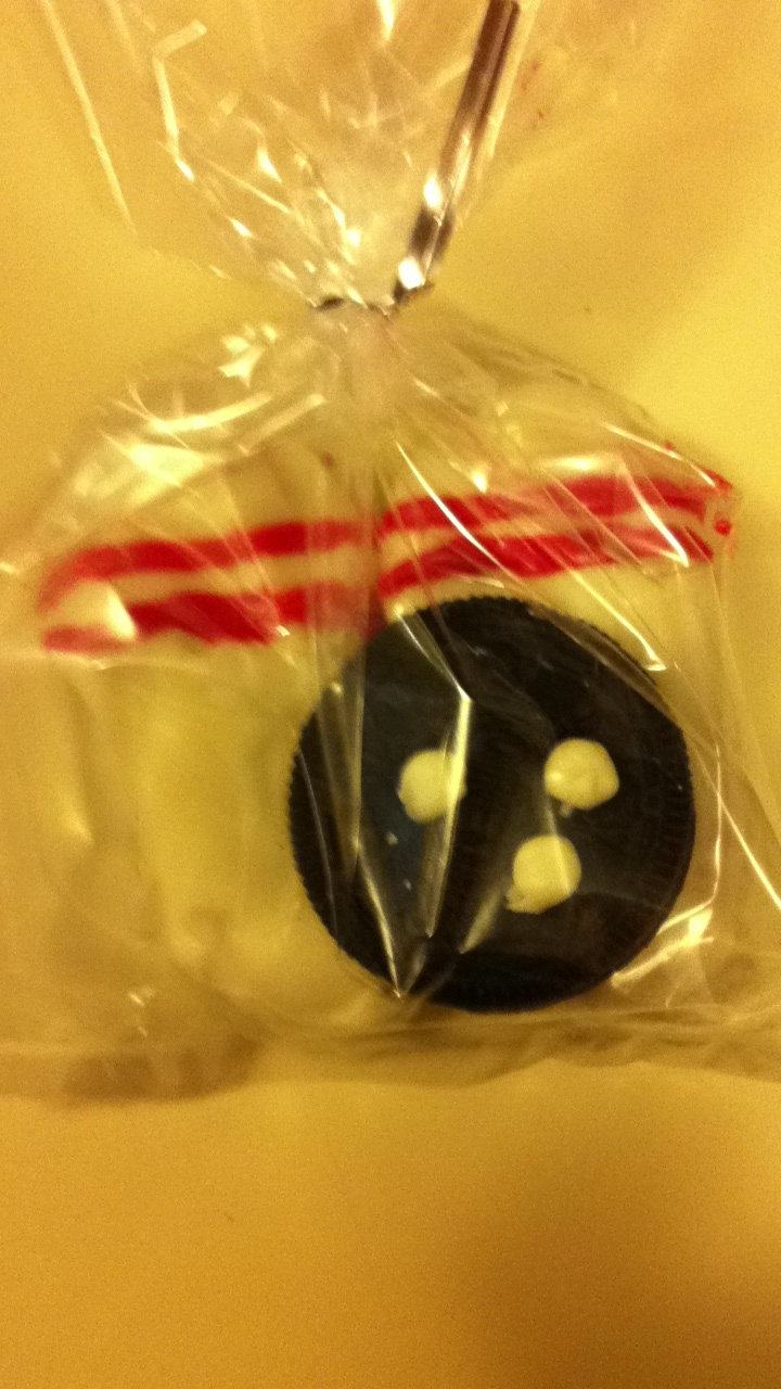 """bags~white chocolate nutter butter cookies as """"pins"""" Oreo cookies ..."""
