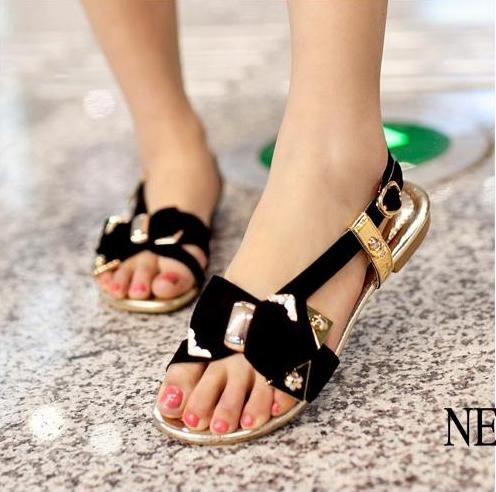 ستايلات 2015انطلقي بخطوات ثابتة مع أجمل الأحذية الفلاتصنادل بورتشصنادل فلات