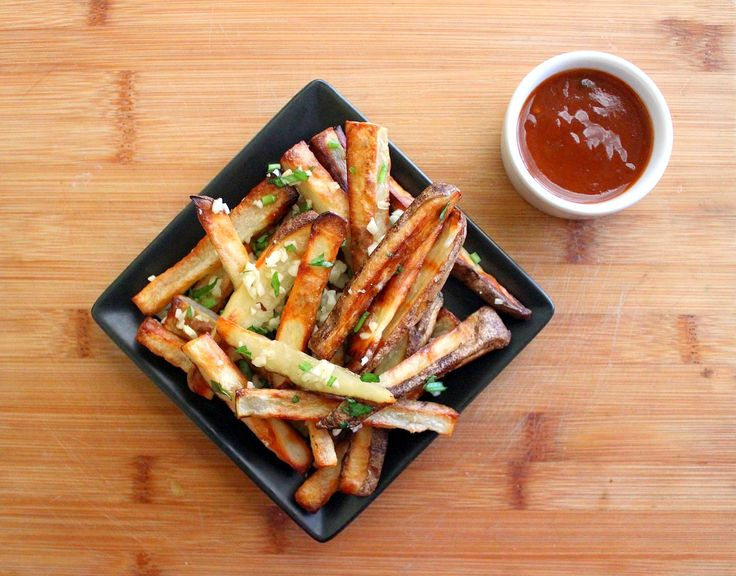 Baked Garlic Fries with Homemade Sweet Chili Sauce: http://www.parade.com/150570/kimberlymorales/baked-garlic-fries-with-homemade-sweet-chili-sauce/