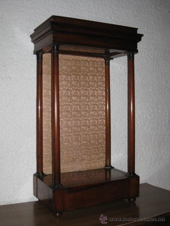 Pin by marisol bernal on altar capillita hornacina for Vitrina estilo industrial