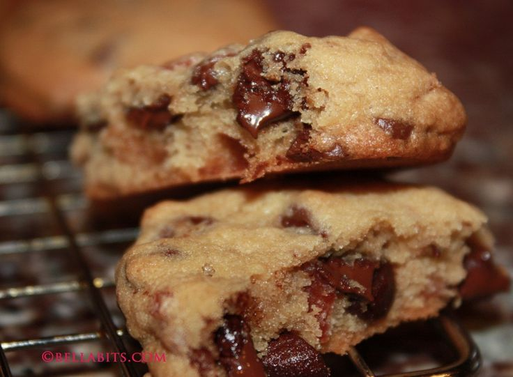 caramelized bacon chocolate chip cookies by Bellabits @Ines Rojas can we make these?   :D