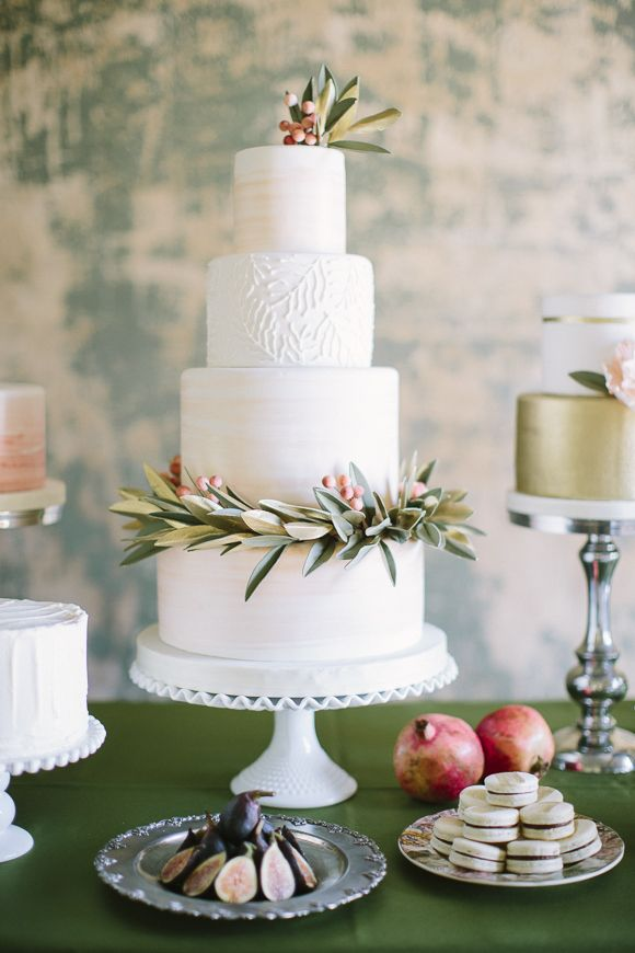 Classic four tier wedding cake // When He Found Her Photography