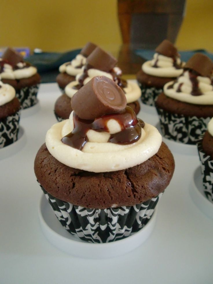 Salted Caramel Rolo Cupcakes | FOOD/DRINKS | Pinterest