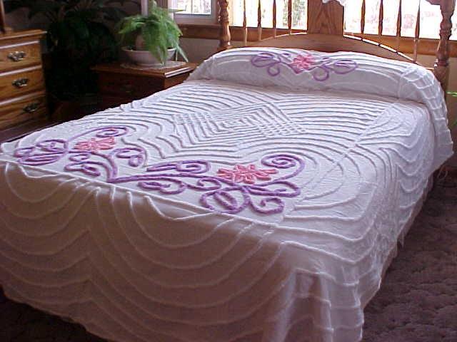 Одноместный синели покрывало с фиолетовыми и розовыми на белом фоне
