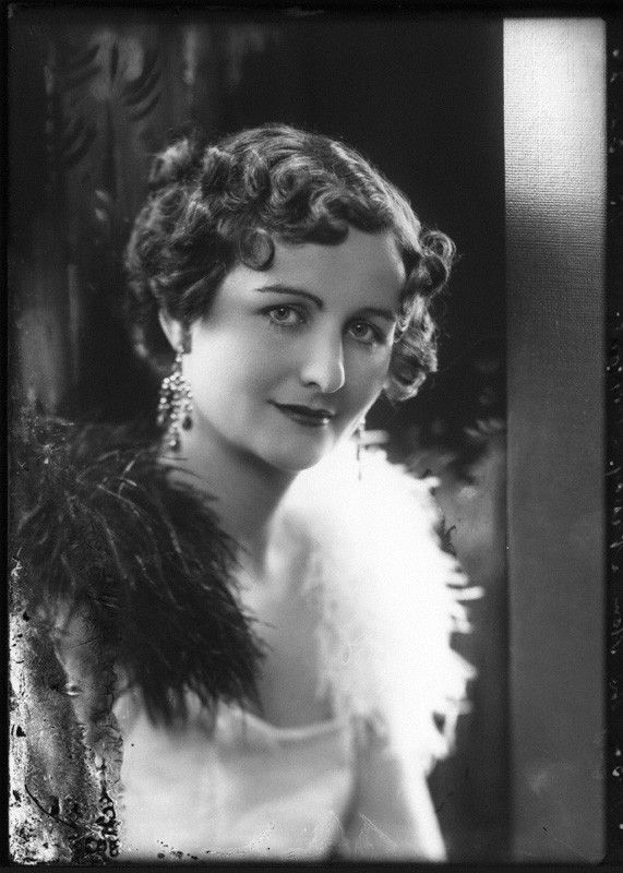 Nancy Mitford 1932 The Bright Young Things Pinterest