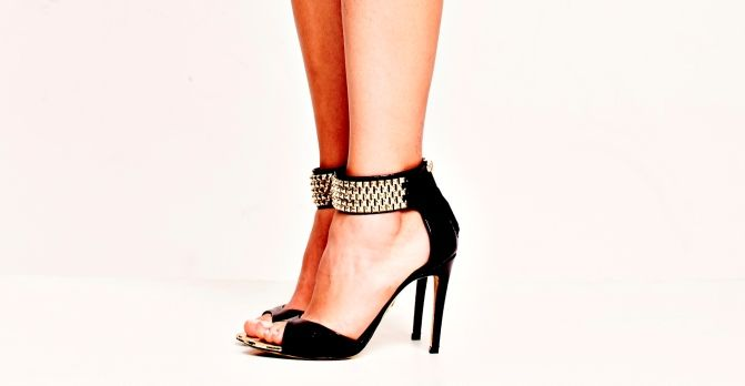 Just-ENE Candem - sandalia negro y oro
