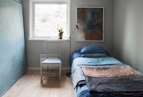 Decoracion De Interiores Dormitorios ~ Dormitorio azul + gris claro + terracota, casa con vistas al B?ltico