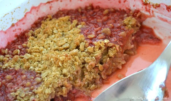 Strawberry Rhubarb Crisp | Food to please the half pints | Pinterest