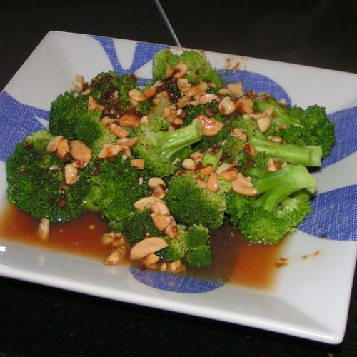 Broccoli with Garlic Butter and Cashews ** An easy way to kick up ...