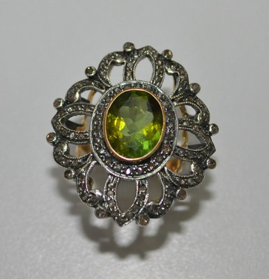 Parrot Tourmaline Oval & Diamond Round Studded 14Kt Gold Ring