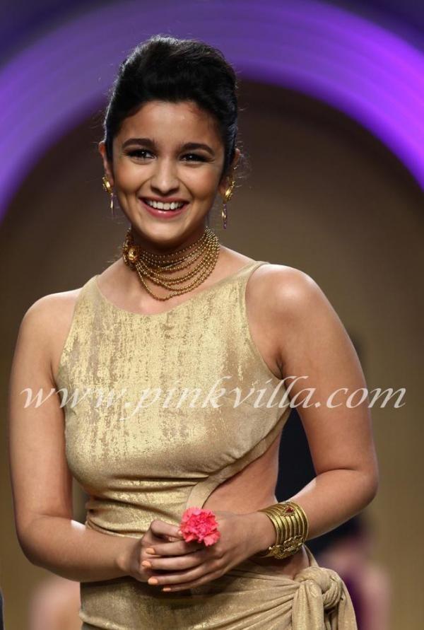 Alia Bhatt in beautiful jewellery by Azva