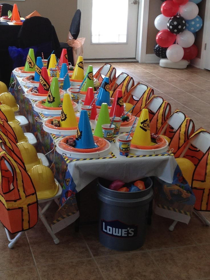 Kids table construction amp trucks birthday party pinterest