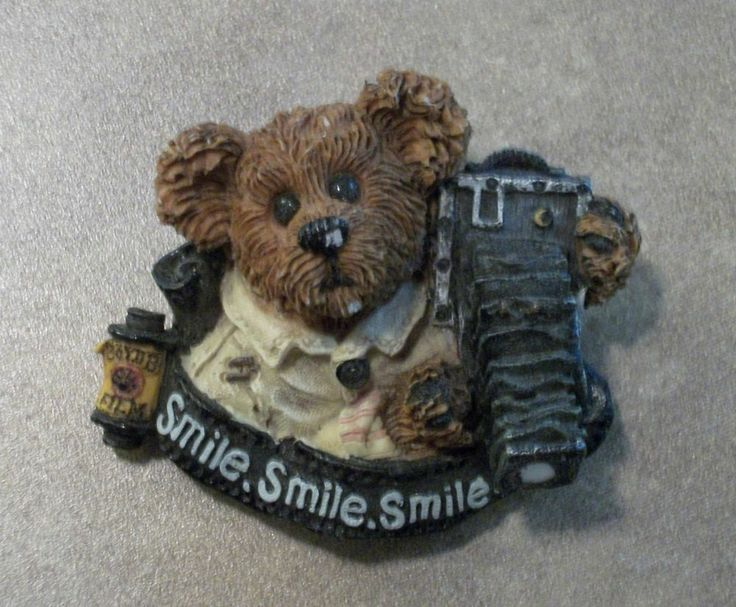"BOYDS BEARWEAR Retired Resin Pin.- Photographer Flash McBear Wants You to ""Smile, Smile, Smile"" Great Pre-Owned Condition! $9.99 obo (Free S&H)"