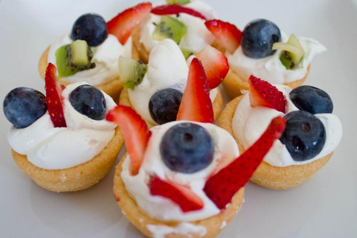 Mini Fruit Pizzas | Healthy Dessert | Pinterest