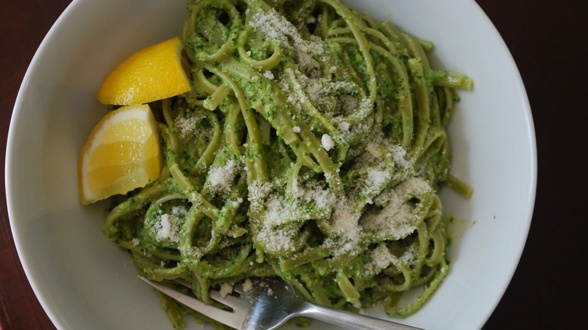 Spinach Pasta with Asparagus Pesto | food | Pinterest