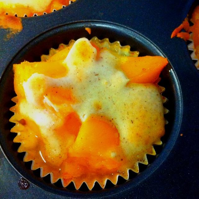 Peach cobbler cupcakes. | Desserts | Pinterest