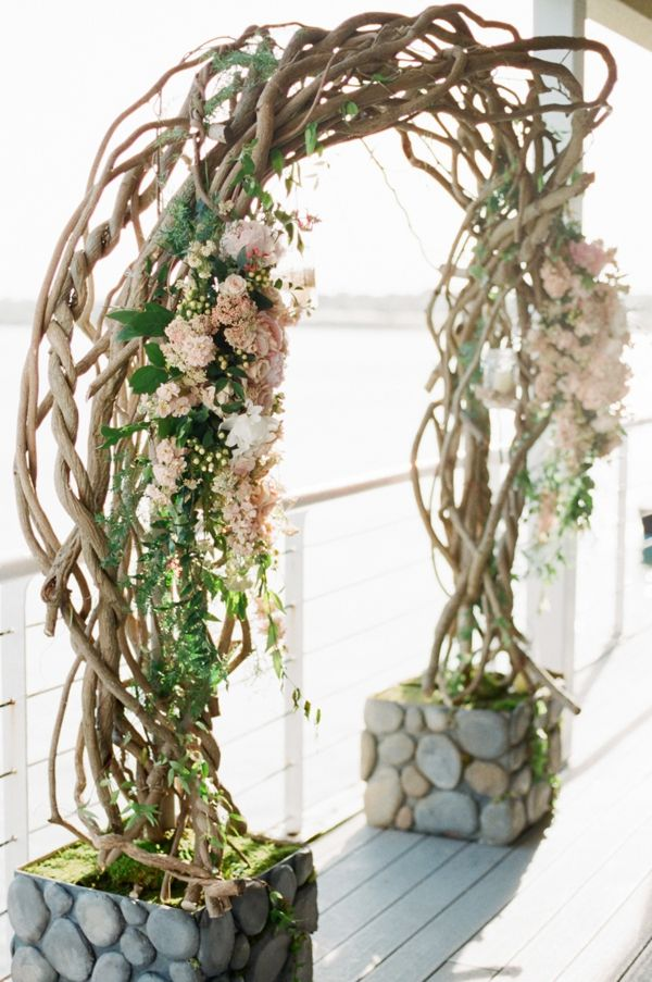 Curly willow branch wedding ceremony arch wedding for A decoration that is twisted intertwined or curled