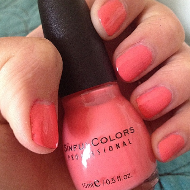Painted my nails coral :)