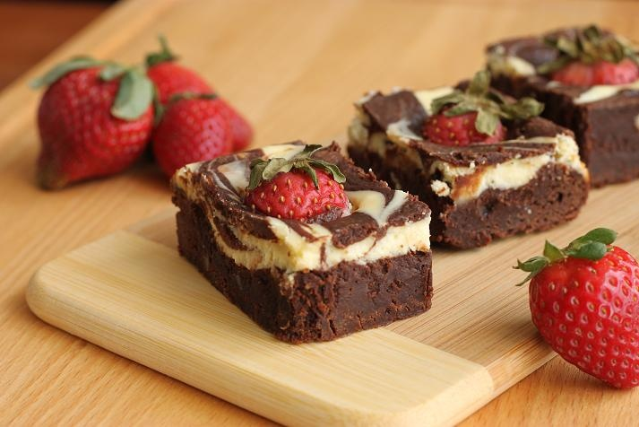 Goat Cheese Swirl & Strawberry Brownies | Sweets and Treats | Pintere ...