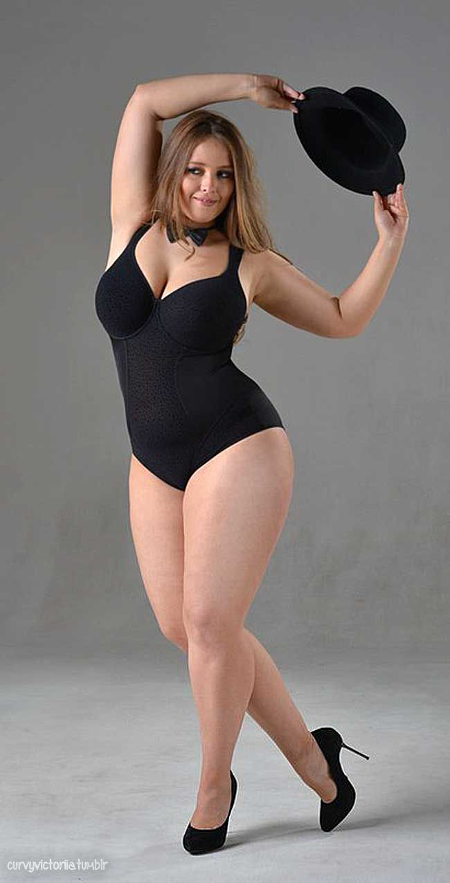 Viktoria Manas    thick  amazing  girlie legs Viktoria Manas