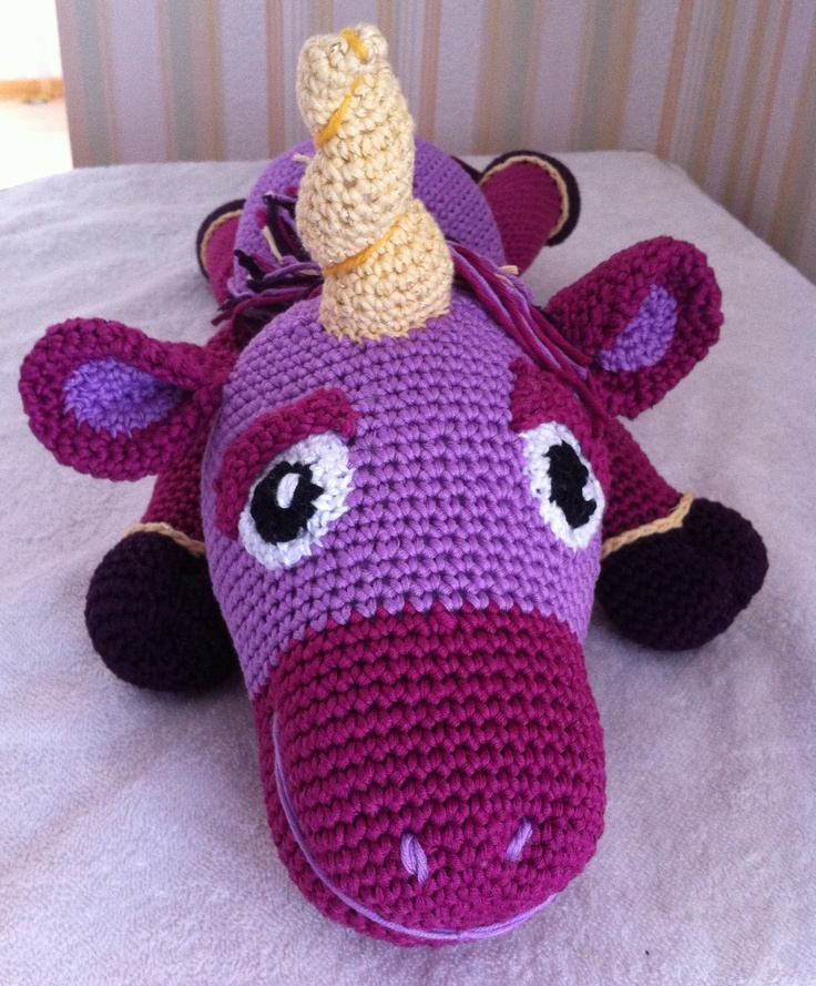 licorne au crochet - unicorn - amigurumi. I like the horn!
