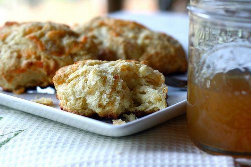 apple cheddar scones | Wanna Taste | Pinterest