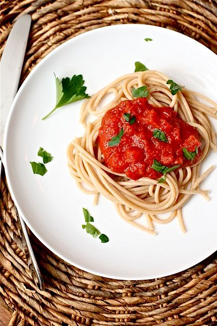 Ingredient Tomato Sauce with Onion and Butter