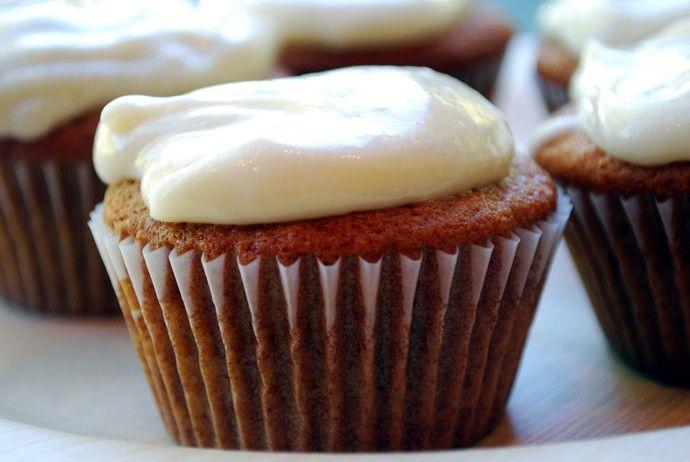 HONEY cupcakes :) honey, honey honey. | Cakes/Cupcakes | Pinterest