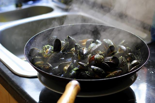 Steamed Thai Mussels | Mosselen & Oesters | Pinterest