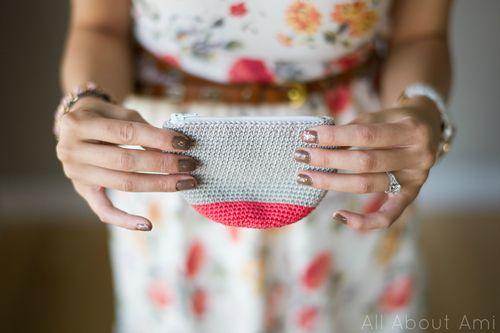 Crochet Zipper Pouch Tutorial : Crochet Zipper Purse by All About Ami