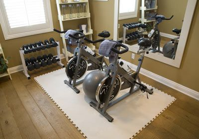 In pictures must haves for your home gym for Small room gym ideas