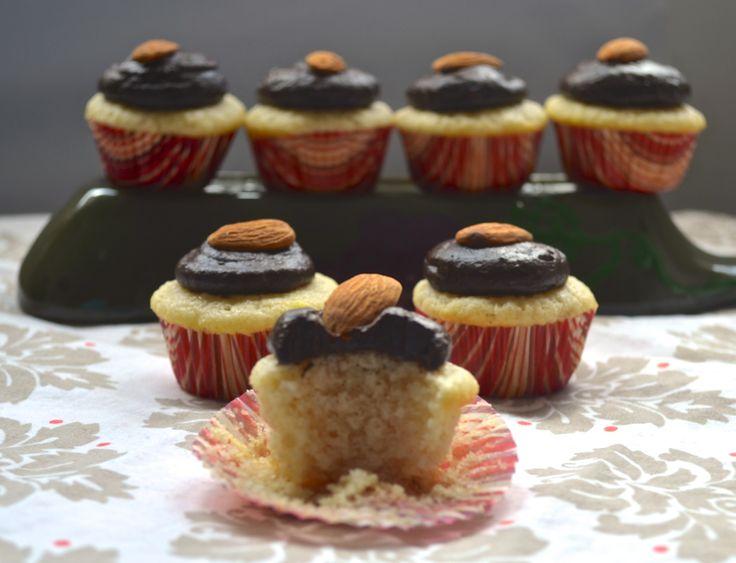 Vegan Vanilla Cupcakes by Pale Yellow | life is sweet! | Pinterest
