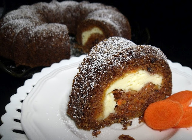 Cake With Icing Baked Inside : Pin by Kayleigh Angelo on Bundt Cakes Pinterest