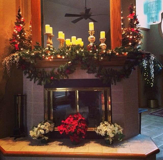 Christmas mantel decorations - Christmas Mantels