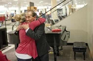 Nordstrom piano man calls it quits after 27-year run at Tacoma mall