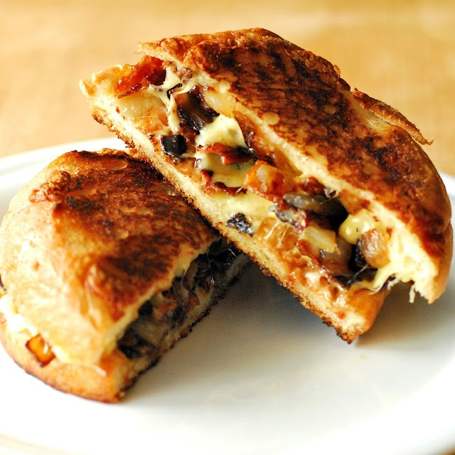 Garlic White Cheddar Grilled Cheese via A Duck's Oven - This looks ...