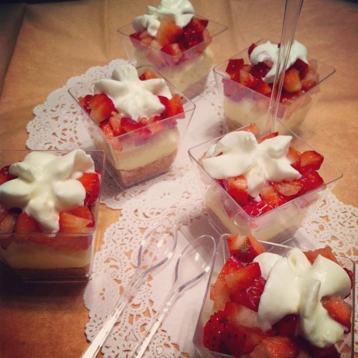 Mini Strawberry Cheesecakes | Baby Shower Ideas | Pinterest