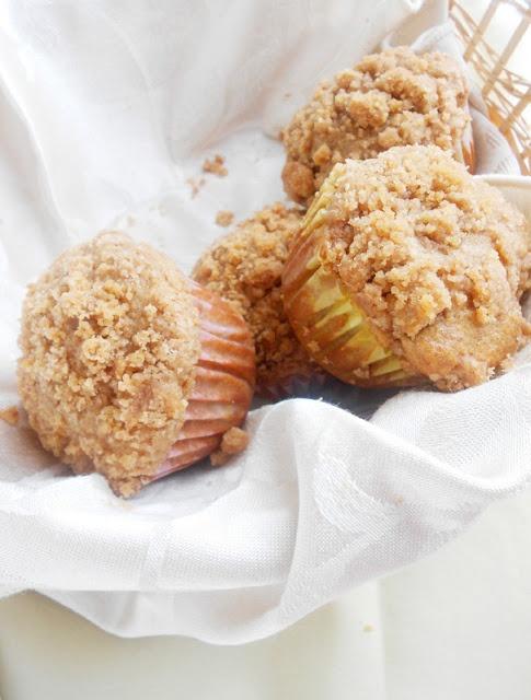 Apple Cinnamon Crumb Muffins | Autumn Girl | Pinterest