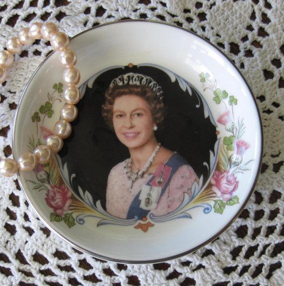 #dishes #queen #kitsch