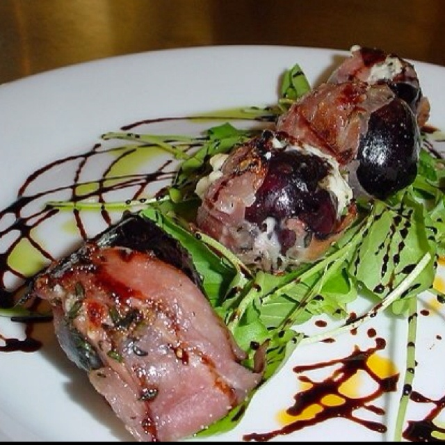 Prosciutto Wrapped Figs Stuffed with Gorgonzola Mousse, Arugula ...
