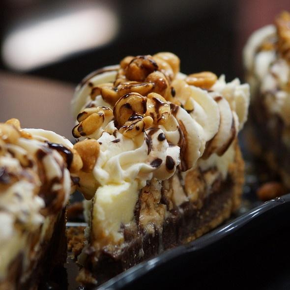 Snicker Bar Pie | Yummy | Pinterest