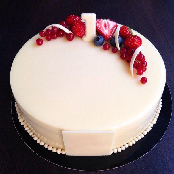 Украшение торта белой глазурью