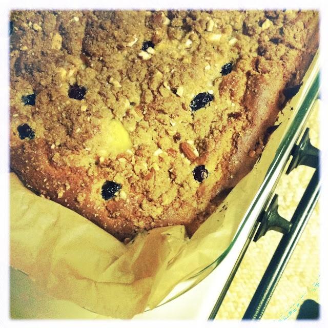 mango blueberry crumb cake | GLUTEN FREE | Pinterest
