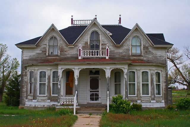 Beautiful old house casas pinterest for Beautiful classic houses