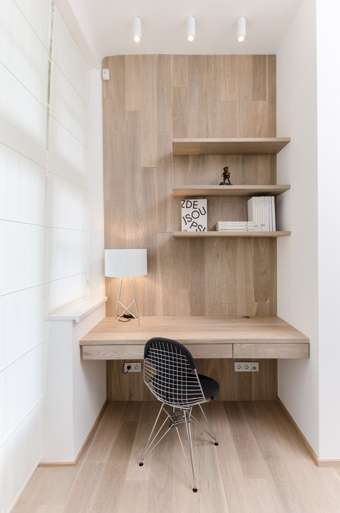 Simple wood office nook... A good place to work in a small space. Good idea for an office in a little apartment.