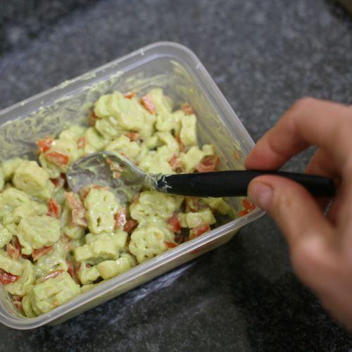 15 minute creamy avocado pasta - Feeding Olive