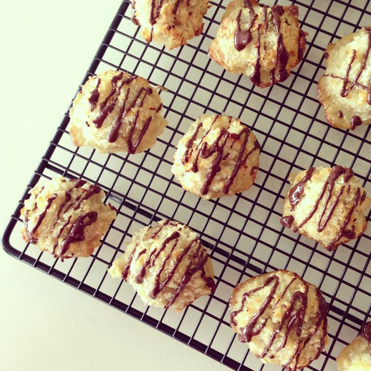 Coconut Macaroons with Chocolate Drizzle   Food   Pinterest