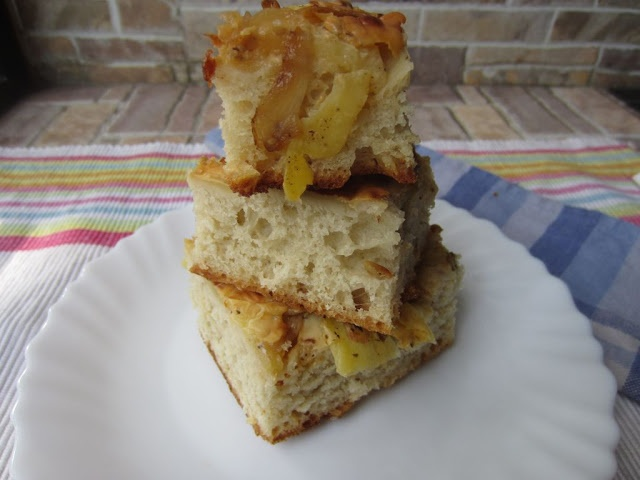 simple baking: Caramalised Onions, Potato and Cheese Focaccia